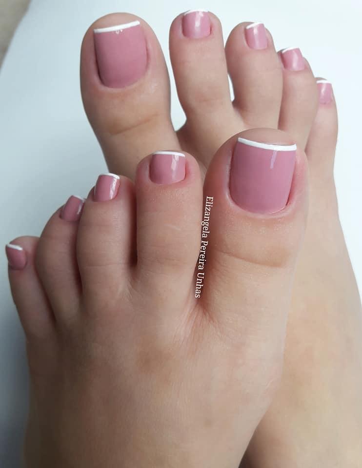 Unhas dos pés com cores e eamaltes perfeitos10