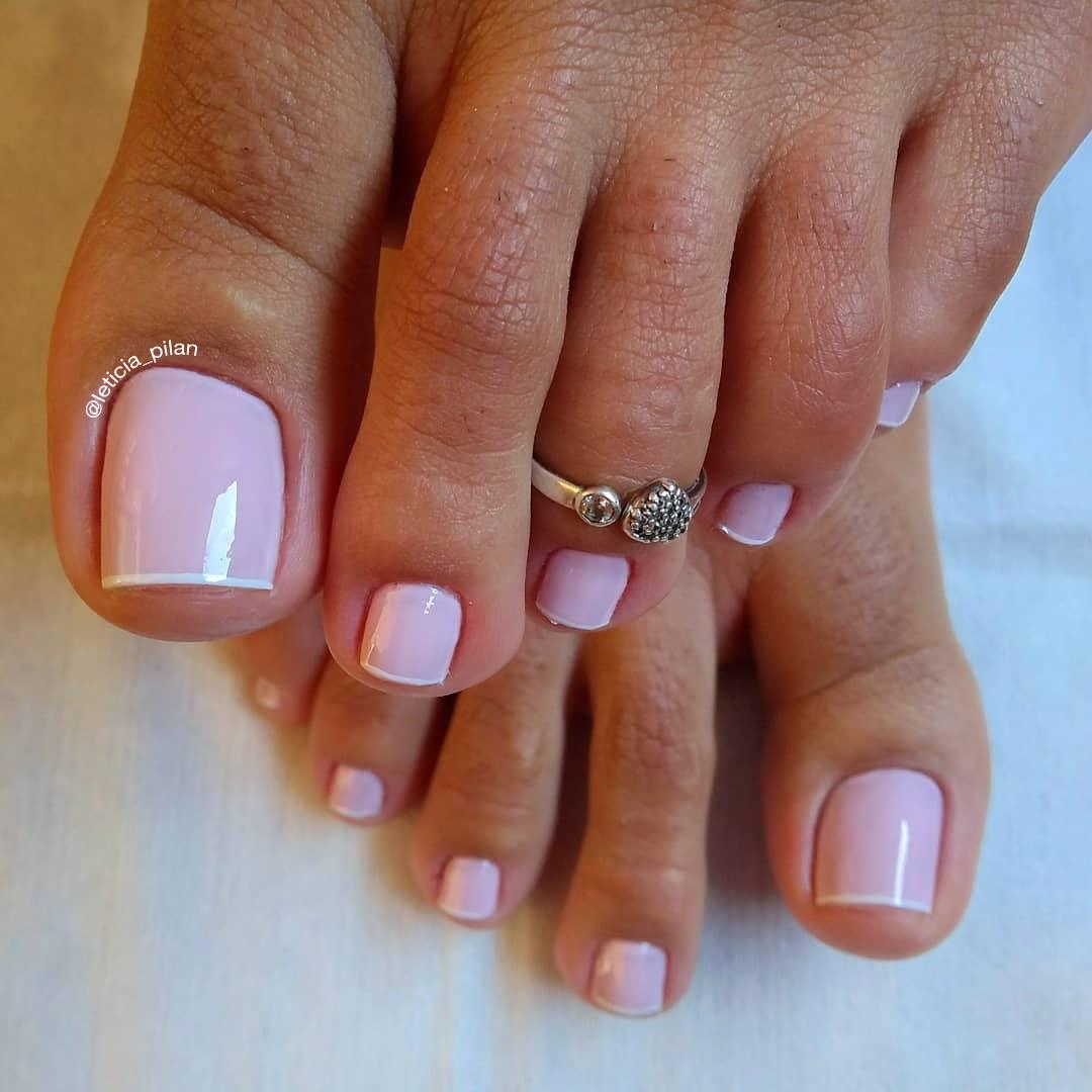 Unhas dos pés com cores e eamaltes perfeitos8