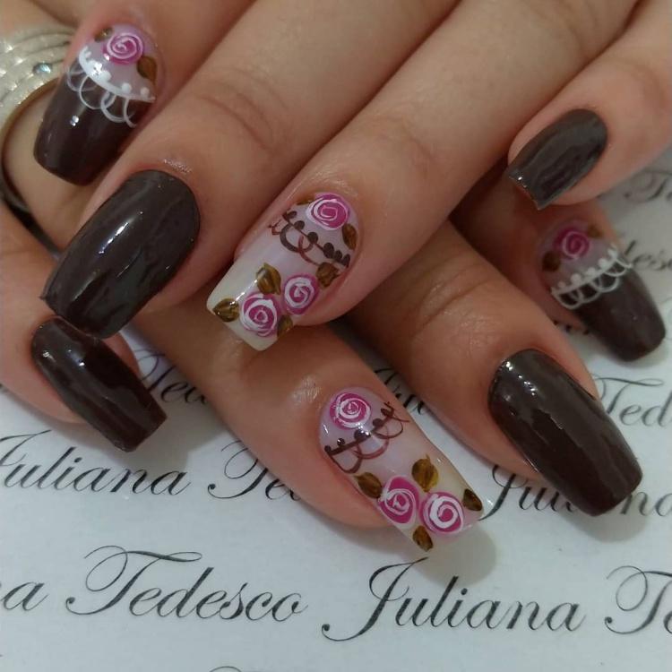 unhas com rosas mais chiques