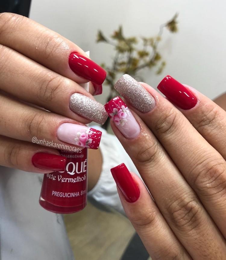 Unhas decoradas com esmalte vermelho724
